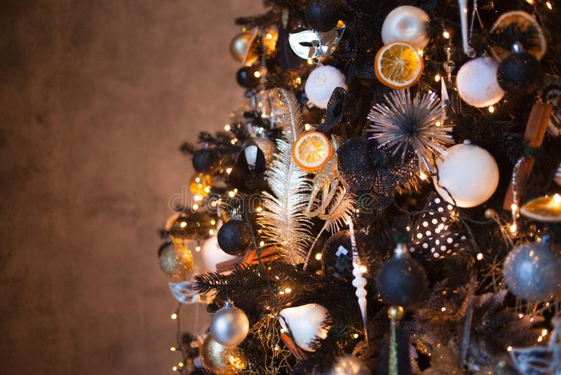 Bożenarodzeniowy tło, Elegancka choinka czarni i złoto kolory Miękki wizerunek zdjęcie stock