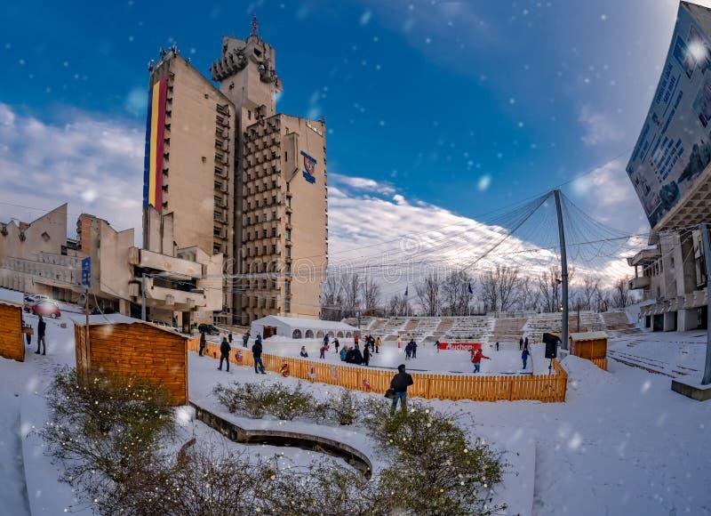 Bożenarodzeniowy wakacje na lodowym lodowisku plenerowym, Satu klacza miasto obraz stock