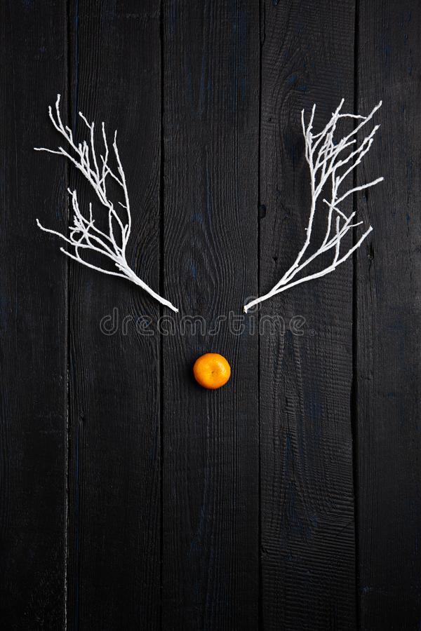Bożenarodzeniowy Wakacyjny pojęcie - Reniferowa twarz robić Tangerine i zdjęcia stock