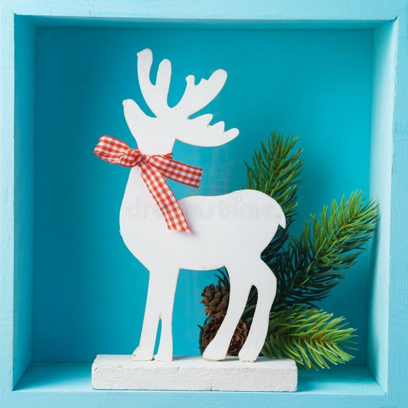 Bożenarodzeniowy wakacyjny skład z reniferową dekoracją na drewnianym fotografia stock