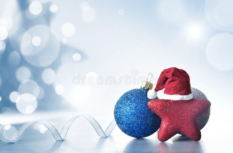 Bożenarodzeniowy Wakacyjny tło dekorujący z baubles, lekka girlanda Boże Narodzenia i nowy rok dekoracji sztuki projekt fotografia royalty free