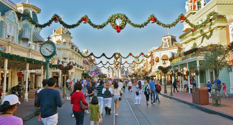 Bożenarodzeniowy Wakacyjny tłum przy Magicznym królestwem, Walt Disney świat obrazy royalty free