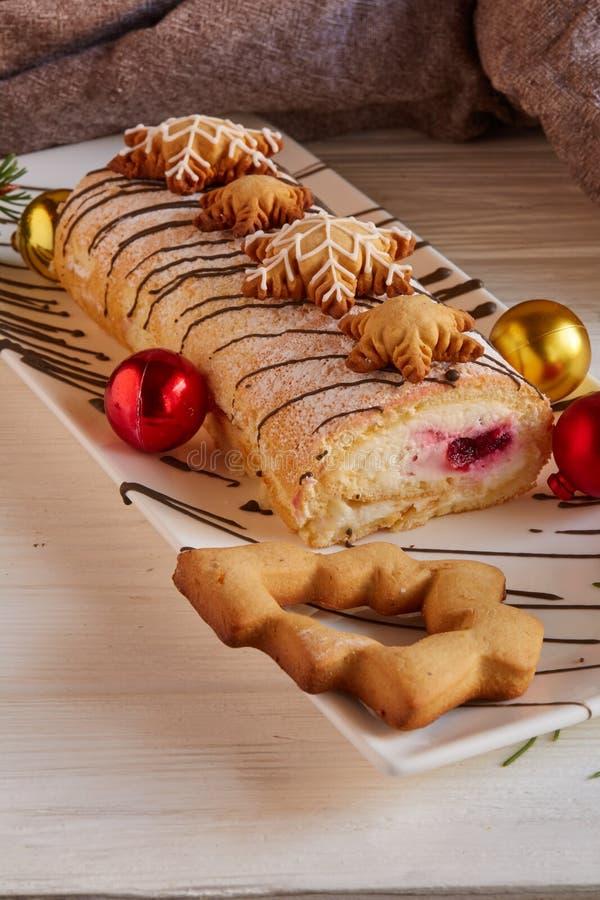 Bożenarodzeniowy waniliowy rolka tort, ciastka i zdjęcia royalty free