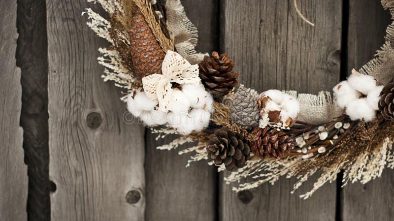 Bożenarodzeniowy wianek z bawełną obraz royalty free