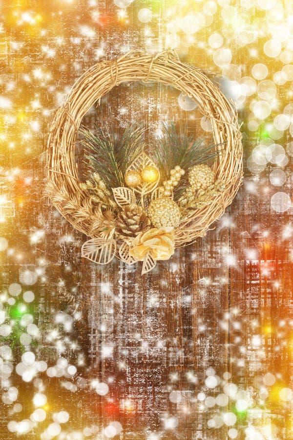 Bożenarodzeniowy złoty wianek na starym abstrakcjonistycznym tle ilustracja wektor