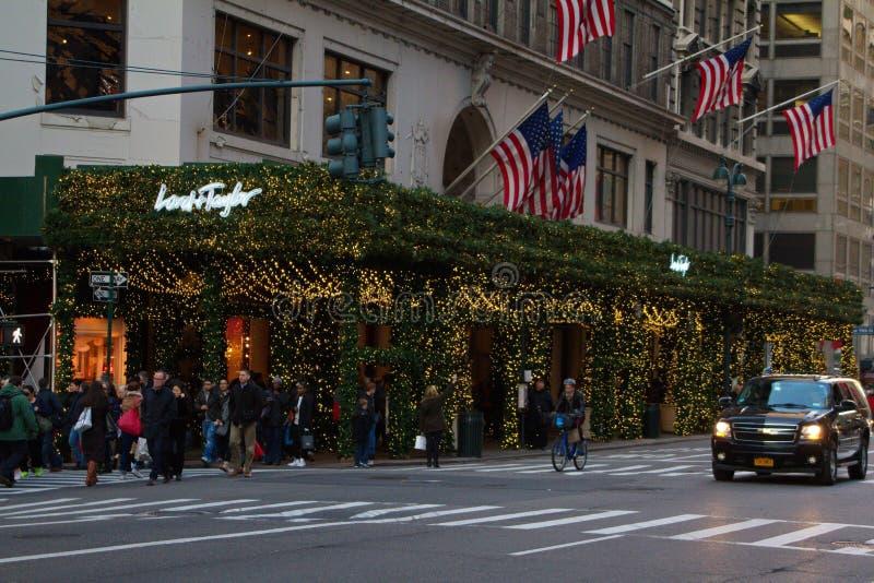 BOŻENARODZENIOWY zakupy PRZY władyką I TAYLOR, NYC zdjęcie stock