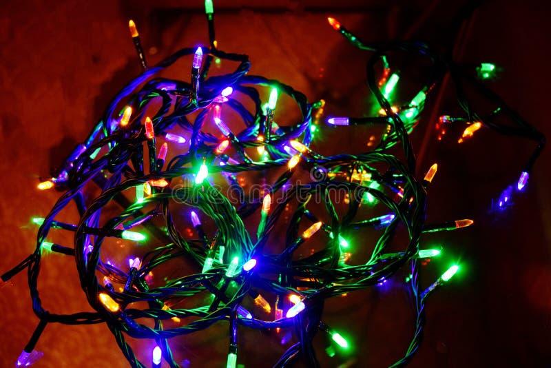 Bożonarodzeniowe Światła świecić światła Girlandy, Bożenarodzeniowe dekoracje lampa prowadząca obraz stock