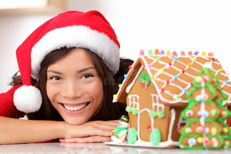 bożych narodzeń piernikowego domu Santa kobieta fotografia stock