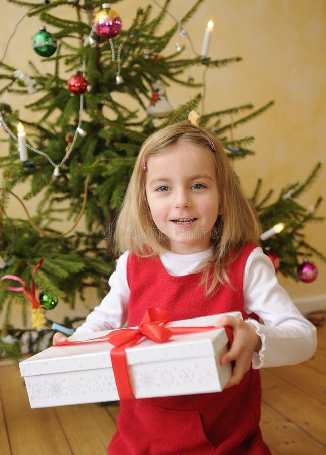 bożych narodzeń prezenta dziewczyna zdjęcie royalty free