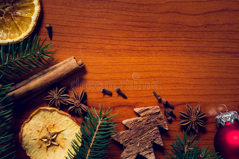 Bożych Narodzeń wciąż życie z owoc i pikantność zdjęcie stock