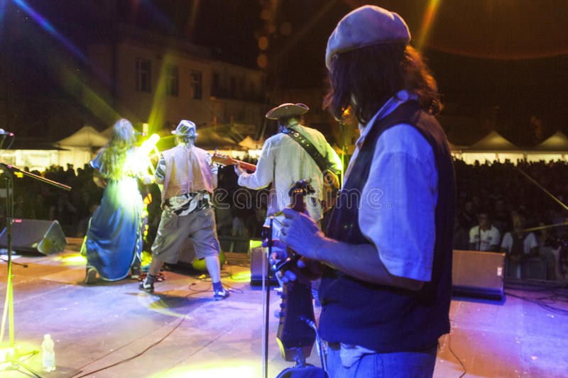 Download Bo Den Capitan Konserten Av Fanfarriadel Redaktionell Foto - Bild av folk, järtecknet: 76700705