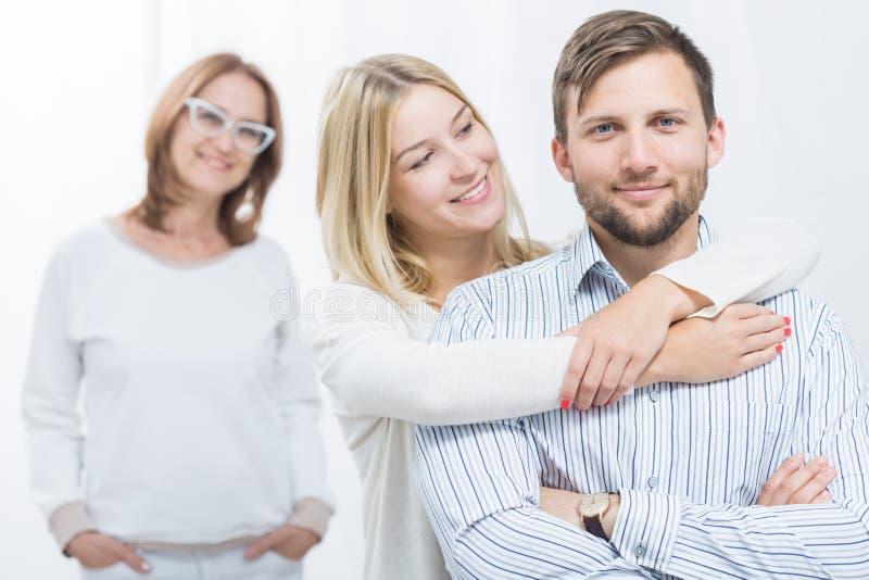 Boa mãe e crianças felizes imagens de stock royalty free