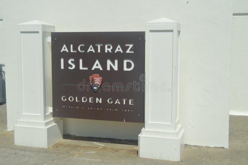 Boa vinda a Alcatraz Nós visitamos esta grande Ilha-prisão Arquitetura dos feriados do curso imagem de stock royalty free