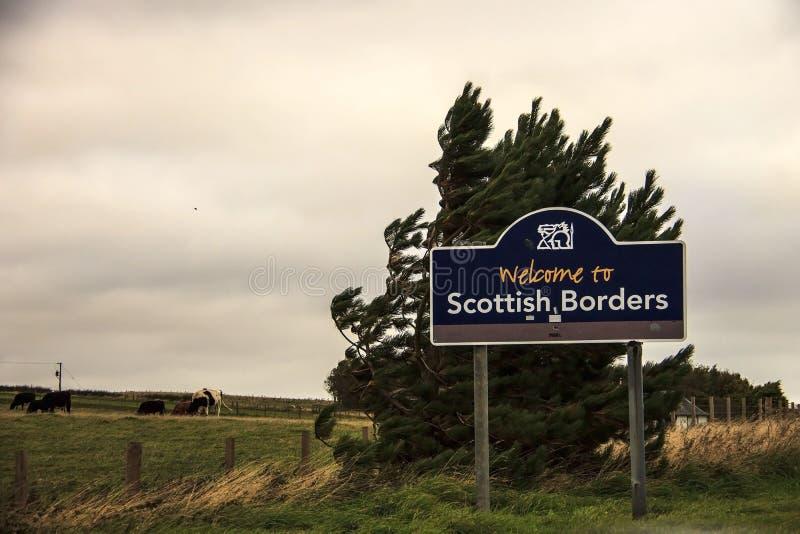 Boa vinda ao sinal de estrada escocês das beiras imagem de stock