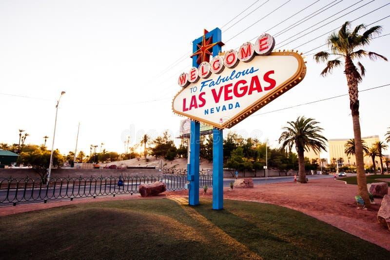 A boa vinda ao sinal fabuloso de Las Vegas em Las Vega imagens de stock royalty free