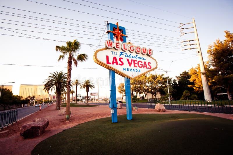 A boa vinda ao sinal fabuloso de Las Vegas em Las Vega imagens de stock