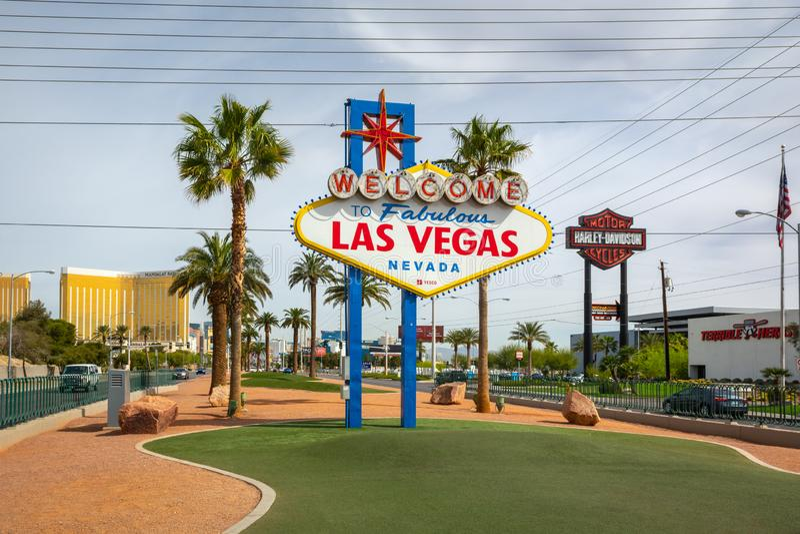 A boa vinda famosa ao sinal fabuloso de Las Vegas EUA imagens de stock royalty free