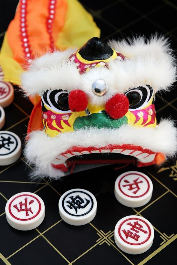 Boardgame et dragon chinois d'échecs image stock