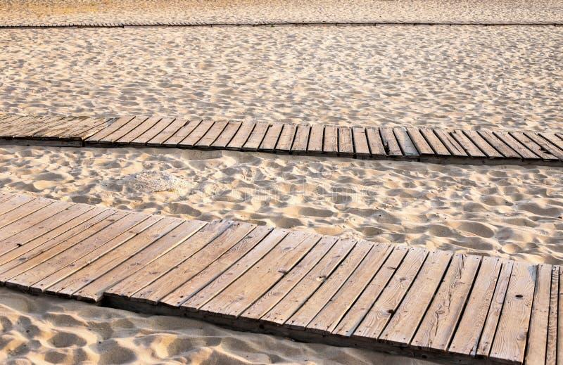 Boardwalk na piaskowatej plaży obraz royalty free