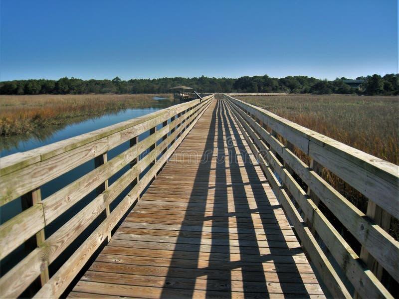 Boardwalk nad Huntington plaży bagnem obrazy stock