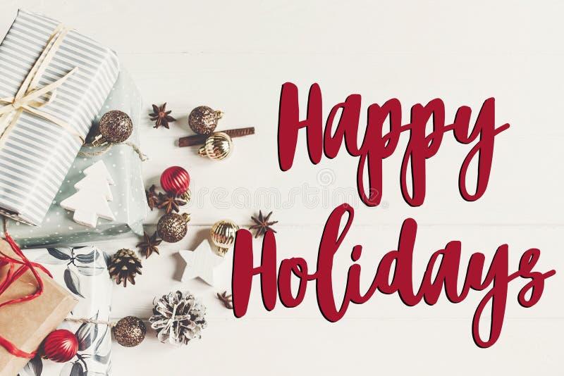Boas festas texto, sinal sazonal do cartão de cumprimentos fla do Natal fotografia de stock
