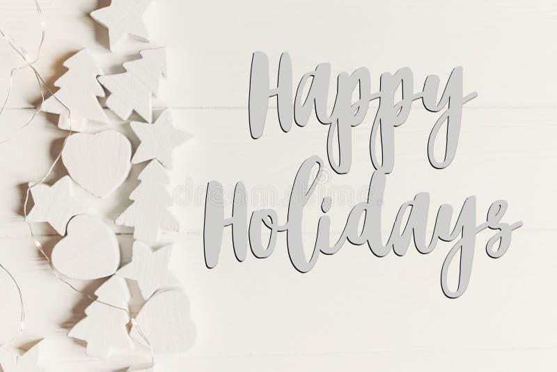 Boas festas texto, sinal sazonal do cartão de cumprimentos minimalistic fotos de stock royalty free
