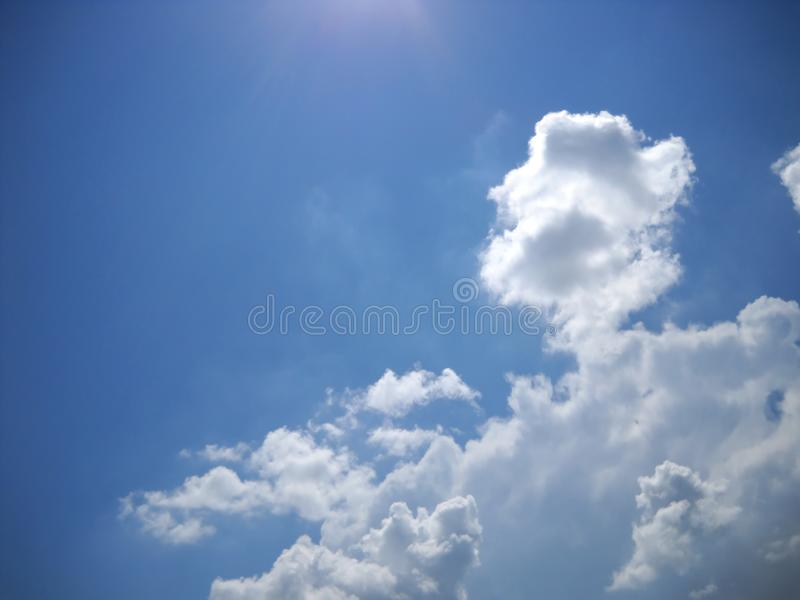 Boas vibrações do verão no skyscape imagem de stock royalty free