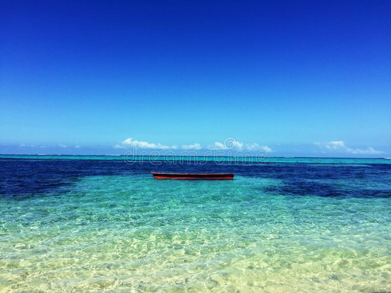 Boat In The Middle Of Atoll Photo Free Public Domain Cc0 Image