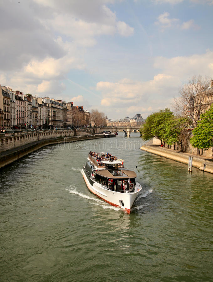 Free Boat On River Seine Stock Photography - 39287102