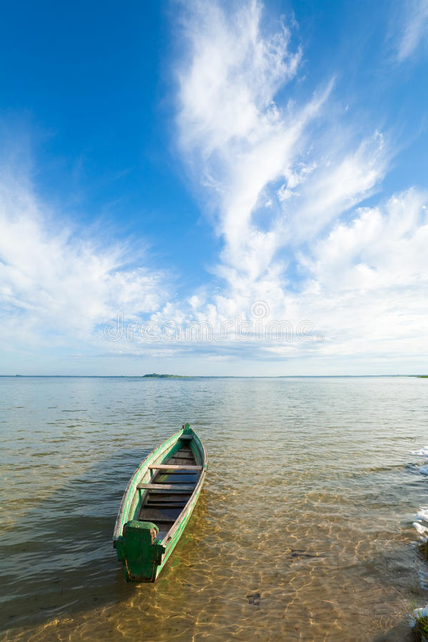 Free Boat On Summer Lake Bank Stock Images - 17317134
