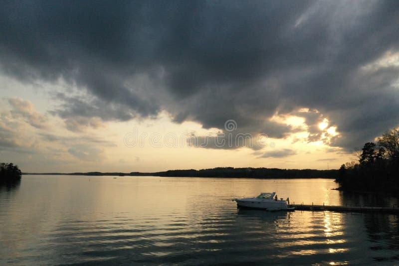 Boat op het meer royalty-vrije stock foto