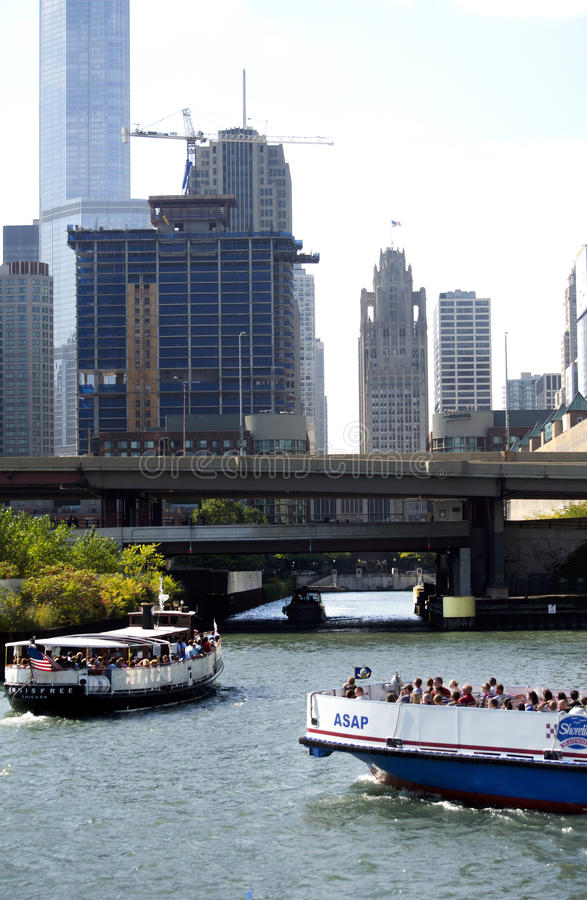 Boat tours on the Chicago river royalty free stock photos