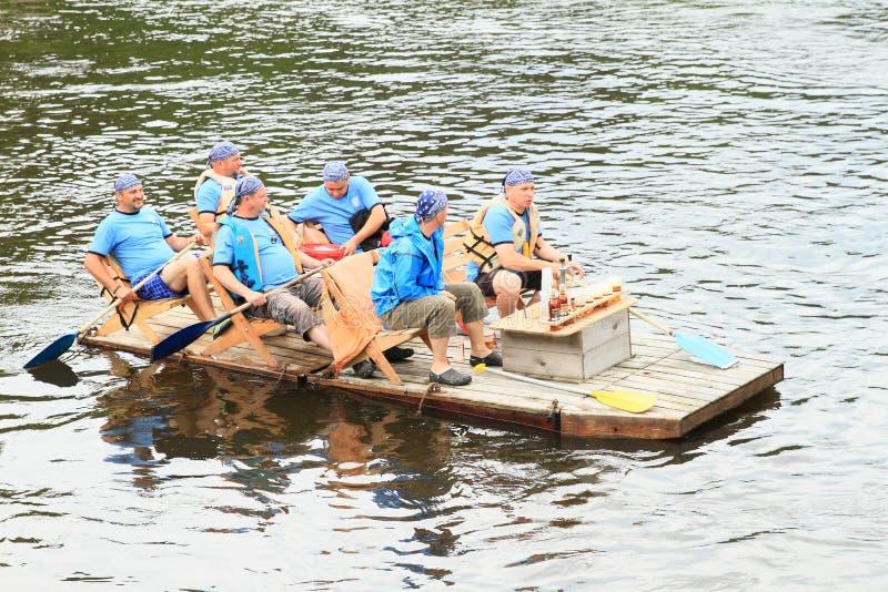 Boaters sul fiume fotografie stock libere da diritti