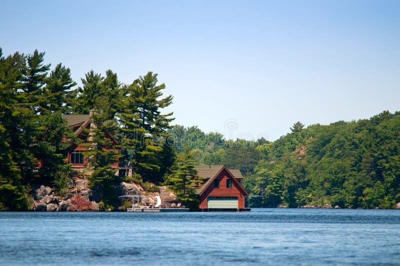 Boathouse de lujo fotografía de archivo libre de regalías