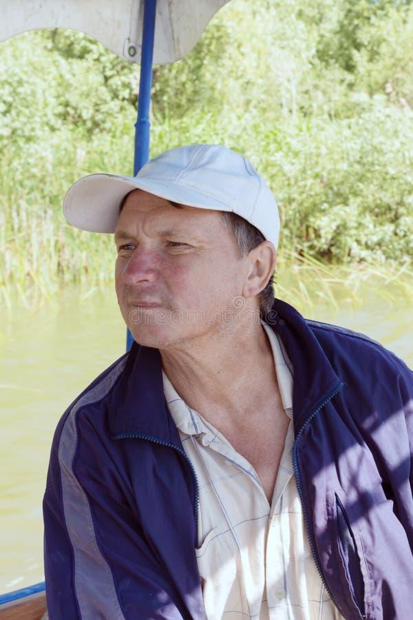 Boatman in een plezierboot, op de Rivier van Donau, Vilkovo, de Oekraïne royalty-vrije stock fotografie