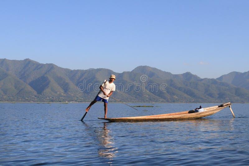 Boatman op het Inle-meer, Myanmar (Birma) royalty-vrije stock foto