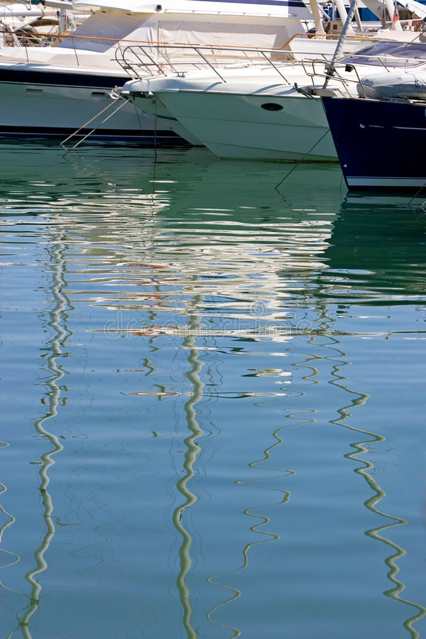 boats costa de duquesa停泊了端口西班牙游艇 库存照片