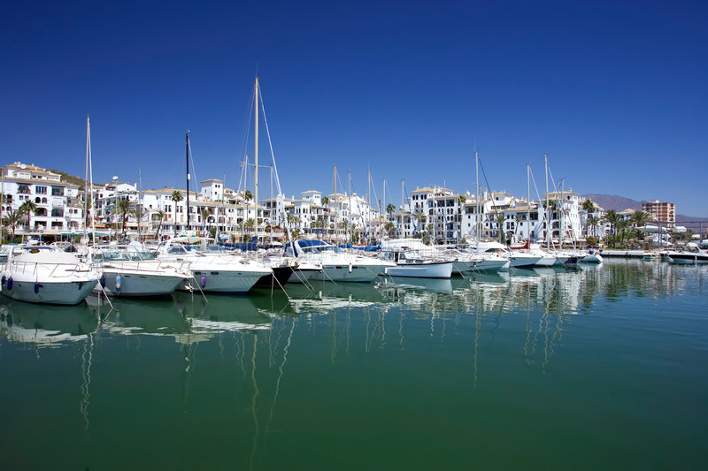 Download Boats Costa De Duquesa έδεσε τα γιοτ της Ισπανίας λιμένων Στοκ Εικόνα - εικόνα από ύδωρ, ουρανοί: 377105