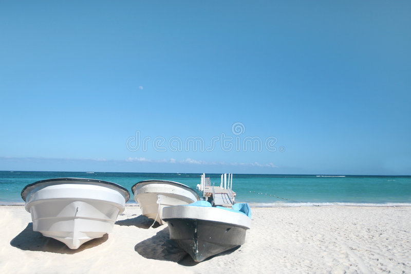 Download Boats, Tropical Beach And Ocean Stock Image - Image: 9270791