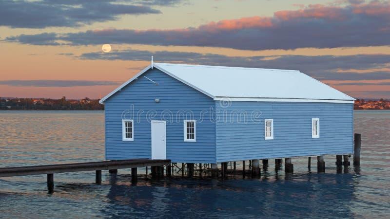Boatshed azul imagenes de archivo