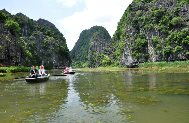 Boatwomen de Tam Coc, Vietnam fotografia de stock royalty free