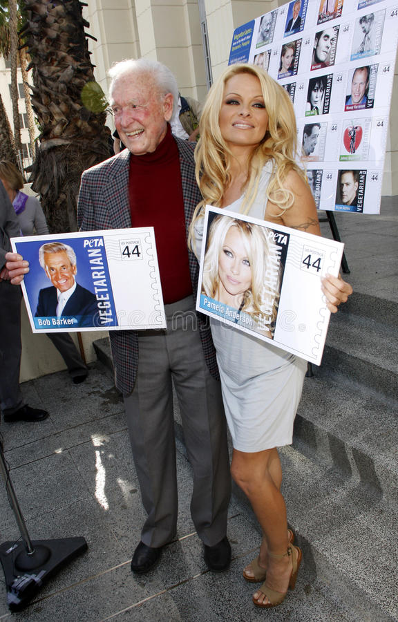 Bob Barker och Pamela Anderson royaltyfria foton