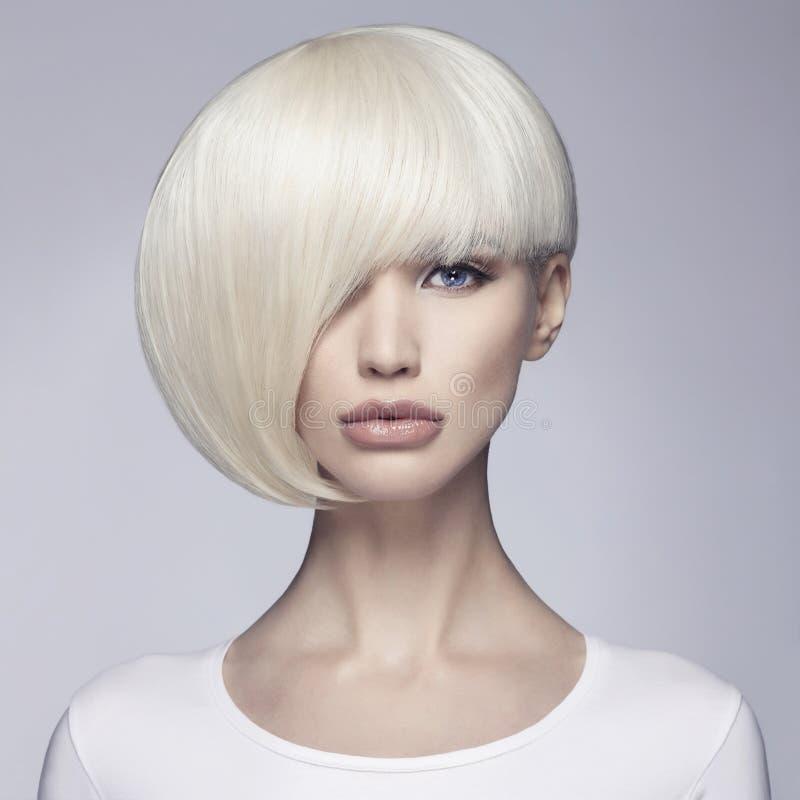 Bob fryzury piękna salonu dziewczyna obrazy stock