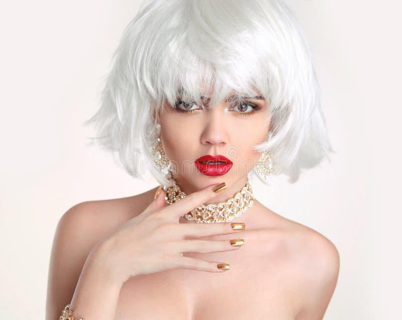 Bob Hairstyle blond Cheveu blond Portrait de fille de beauté de mode image libre de droits