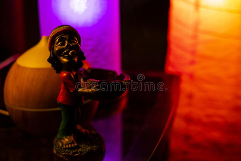 Bob Marley figurka na OdbijajÄ…cym biurku obraz royalty free