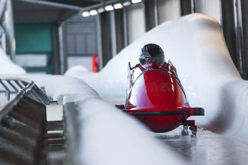 Bob sled speeding in een ijskanaal royalty-vrije stock foto's