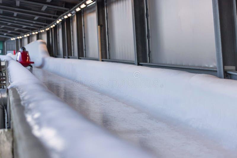 Bob sled speeding in een ijskanaal royalty-vrije stock fotografie