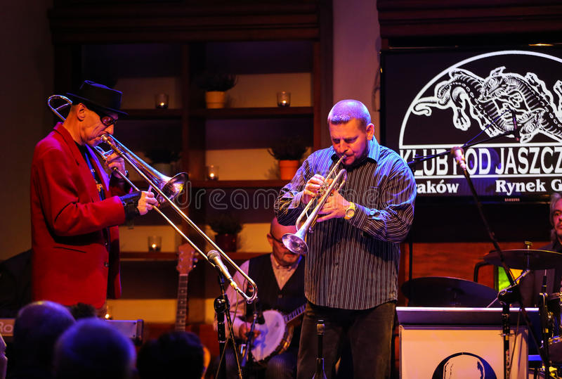 Boba演奏实况音乐的爵士乐队在克拉科夫爵士乐在Jaszczury俱乐部的所有Souls'天节日 克拉科夫 库存照片