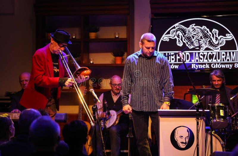 Boba Jazz Band che gioca musica in diretta al festival di giorno del €™ di Cracovia Jazz All Soulsâ nel club di Jaszczury Cracovi fotografia stock libera da diritti