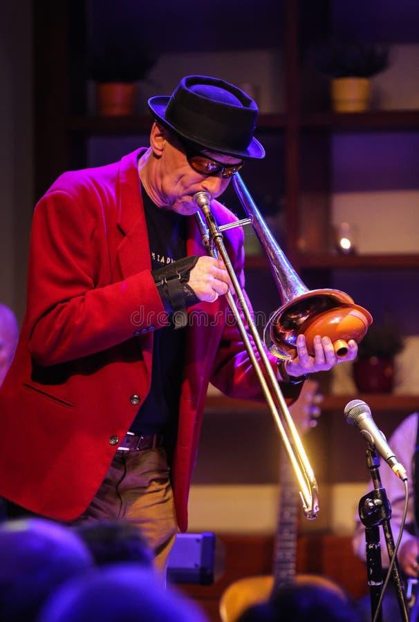 Boba Jazz Band die levende muziek spelen bij het de Dagfestival van Krakau Jazz All Soulsâ €™ in Jaszczury-Club Krakau royalty-vrije stock afbeelding
